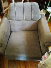 Продаю 2 мягких кресла б.у. в хорошем состоянии